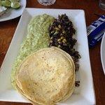 Tacos de pulpo con huitlacoche y polenta de cilantro