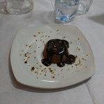 BACIO. Semifreddo al cioccolato e granella di nocciola.
