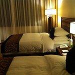 ห้องนอนมีตัวปล่อยไวไฟตรงหัวเตียง