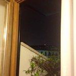 In lontananza la madonnina del Duomo, vista di notte dalla camera 301