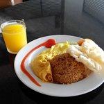 Breakfast Nasui Goreng + Orange
