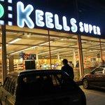 一番近いスーパー。トゥクトゥクで10分200LKRでした