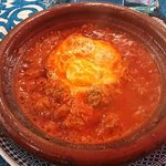 Tagine minced meat with tomato (40dh).