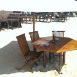 Столики прям на песке.