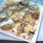 branzini con patate e verdure