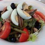 Grande salade niçoise, à 12 €