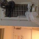 Ar condicionado central sem regularem, um verdadeiro freezer. Tive q tampar as saídas, mesmo ass