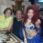 Foto con una de las bailarinas de Danza Arabe