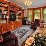 Iminijaska Suite Sitting Room