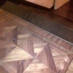 dettaglio legno ballatoio e scalini interni