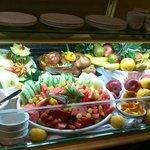 витрина с фруктами