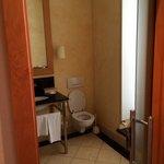Rest of bathroom