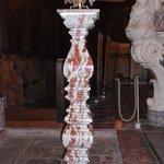 colonne en marbre rouge