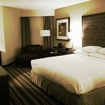 King Size Bed, big flatscreen TV, working and relaxing area