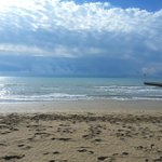 A hotelhez tartozó tengerpart