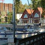 Spritmuseum är beläget vid Vasahamnen intill Vasamuseet.