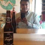Probando la cerveza artesanal