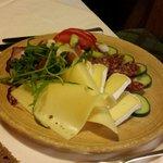 Assiette de fromages et charcuteries