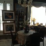 Loving antiques and paintings to enjoy