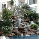 Водопад возле бассейна