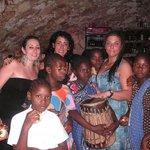 la sera di natale, coro dei bambini dell'orfanotrofio.