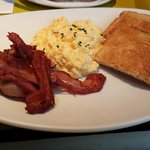 Scrembled eggs with bacon and toast