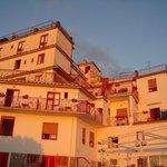 Hotel im Licht der untergehenden Sonne