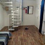 """Вход и лестница на второй этаж номера """"Blau"""""""