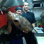 Magnifique Mérou de 8.9 kg mis en valeur par le travail des cuisiniers