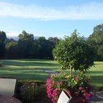 Blick von der Sitzecke in den Garten