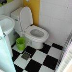 シャワー利用の際はゴミ箱とペーパーは室内へ避難をお忘れなく