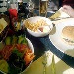 Hamburger Jack's Diner-patatine e insalata piccola