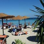 mare,ombrelloni, lettini alla spiaggia dell'Ombelico del Mondo
