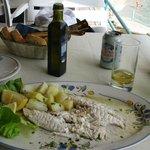 Plat a base de poisson frais... et bière peu fraîche