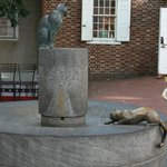 Interesting statue of cats