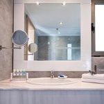 Bath Fam. Rm Bay-View