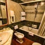 Baño habitación 208