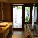 Del.Charm Villa Batroom & Outdoor Shower area