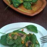 Ensalada de espinacas, champiñones al natural y vinagreta de mostaza y miel