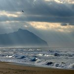 il promontorio del Circeo visto dalla spiaggia di Sabaudia