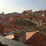ホテルの朝食時、屋上からの眺め