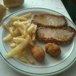 Lomo con patatas del menu infantil