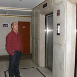 у лифта
