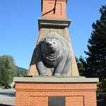 Entering downtown Revelstoke - lots of interesting stores. more at
