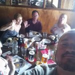 Comiendo con amigos