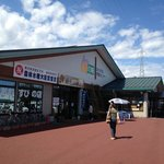 The place, along a country road surrounded by rice and soba fields.