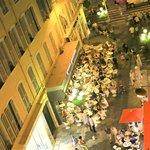 Пешеходная улица в вечерние часы