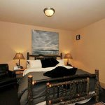Moose Lodge - King Sized Bed with ensuite Bath
