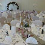 Festsaal mit runden Tischen ... immer wieder schön