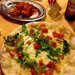 Lasaña y pizza caprichosa.